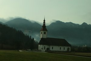 Почему стоит посетить страну-цыпленка, Словению: туристический гид
