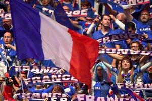 Франция вышла вперед в финале Кубка Дэвиса после второго дня