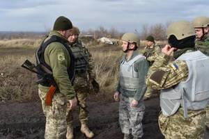 Жизнь военных под угрозой: в штабе АТО обратились к украинцам