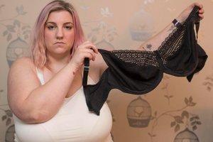 31-летняя женщина решила уменьшить грудь на 11 размеров ради младенца