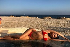 Hot Babes on the beach: Bella Hadid and Kendall Jenner posted a photo in bikini