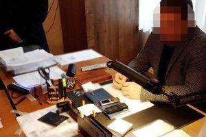 В Хмельницкой области на взятке поймали чиновника миграционной службы