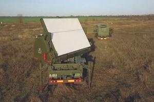 Обнаружит самолет за 500 км: Порошенко показал новый 3D-радар для военных