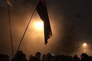 Under the interior Ministry building in Kiev there have been clashes between the participants of the torchlight procession and the police