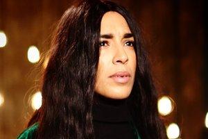 Победительница Евровидения шокировала фанатов лысой прической