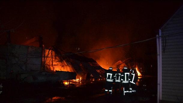 Ликвидирован ночной пожар наскладе бытовой химии вОдессе