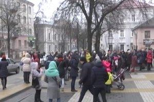 В Тернополе матери с детьми устроили протест возле мэрии