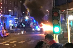 В Великобритании возле рождественской ярмарки взорвался автомобиль
