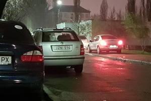 В Киеве задержали водителя без документов, Соломенский РОВД взят в кольцо