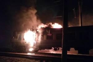 Под Киевом ночью пылали вагоны электрички