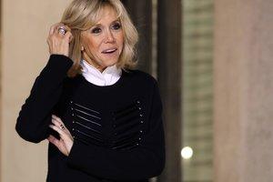 Стильно и ярко: 64-летняя первая леди Франции в жакете за 1400 евро