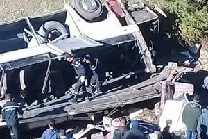 Авария автобуса с туристами в Тунисе: пострадали около 50 человек