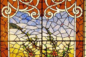 Киевлянка научилась делать шедевры из стекла