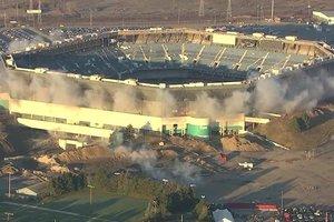В США не смогли взорвать футбольный стадион