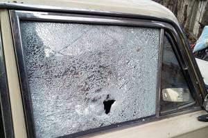 Боевики обстреляли автомобиль с мирными жителями на Донбассе