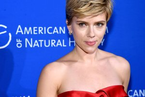 Scarlett Johansson first came out with your new boyfriend