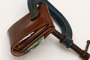 Больше половины кредитов в украинских банках оказались дефолтными