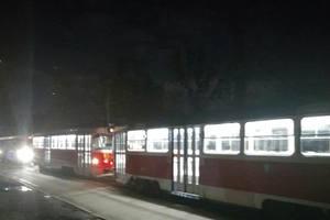 В Киеве бетоновоз заблокировал движение трамваев