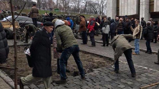 Вовремя столкновений со любителями Саакашвили пострадали правоохранители