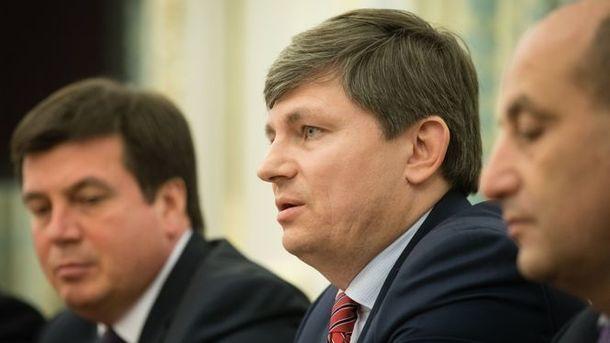 Правоохранители Украины выламывают двери вквартире Саакашвили для обыска