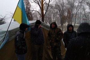 Полиция в поисках Саакашвили нагрянула в палатки под Радой: произошли стычки