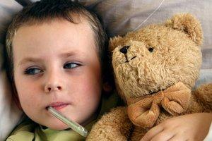 Высокая температура у ребенка: что делать и как ему помочь