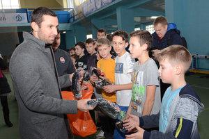 Даріо Срна зустрівся з дітьми з Донбасу