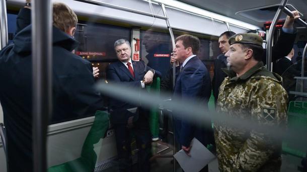 Порошенко имэр Садовой встретились в едином украинском электробусе