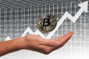 Курс Bitcoin растет как на дрожжах: криптовалюта побила новый рекорд