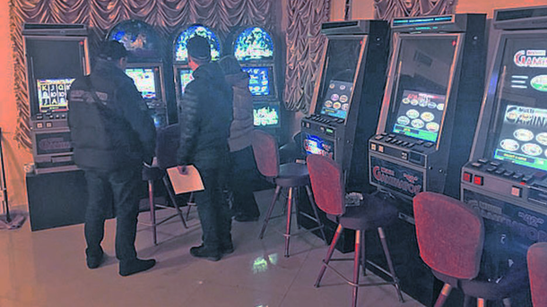 Выявили 12 автоматов. Фото: dnipr.gp.gov.ua