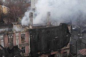 В Киеве на Подоле горел старинный дом