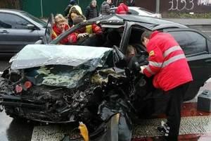 В Киеве два авто столкнулись лоб в лоб: появились фото ужасной аварии