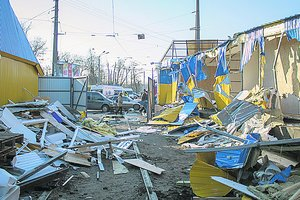 The demolition of the kiosks near the Darnitsa market: the authorities say that the outlets were illegal