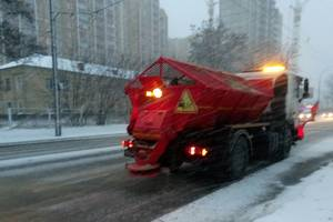 Bad weather in the capital: the streets of the city there were 134 units of special equipment for the treatment of roads