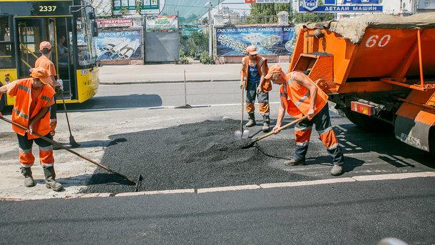 Рекордная цифра: Гройсман озвучил бюджет на ремонт и строительство дорог