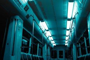 Петербуржцы с нунчаками напали на вагон метро