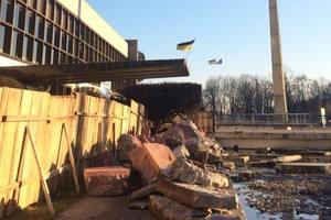 В Киеве снесли уникальные фонтаны у Дворца детей и юношества