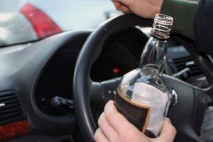 Во Львове водитель распивал алкоголь перед патрульными