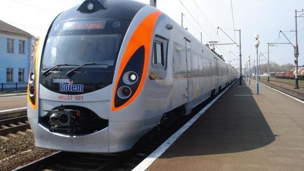 Под Харьковом из-за уже 1.5 часа стоит высокоскоростной поезд «Интерсити»