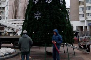 Как выглядит главная елка Днепровского района Киева