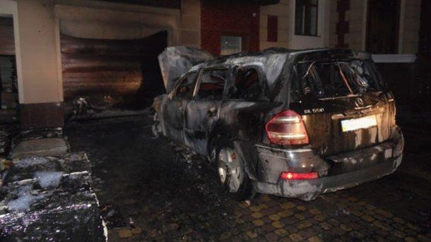 ВРовно сожгли элитное авто депутата: детали ифото