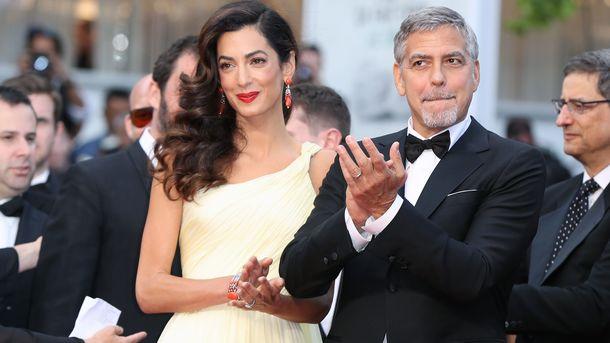 Джордж иАмаль Клуни обезопасили пассажиров вовремя общего полета