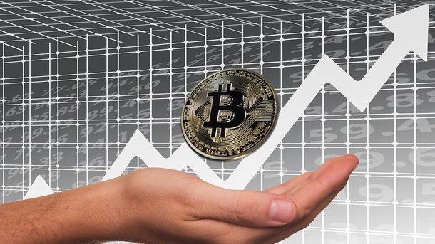 Курс биткоина превысил отметку в19 тыс. долларов