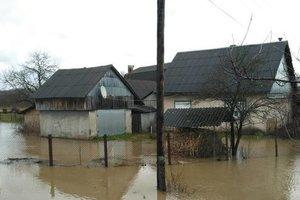 Паводок на Закарпатье: подтоплены 220 домов, эвакуированы 170 жителей