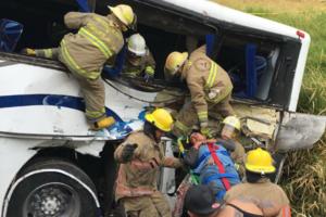 Автобус с детьми столкнулся с поездом в Мексике: есть жертвы