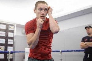 Чемпион Олег Малиновский нокаутировал соперника в первом раунде