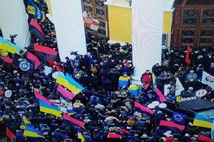 В столкновениях возле Жовтневого дворца пострадали стражи порядка
