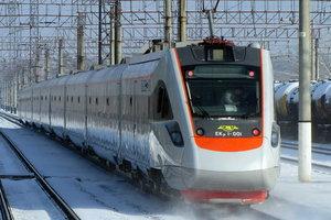 Непогода в Украине: пассажирские поезда курсируют с задержкой