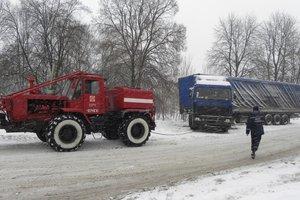 На границе Киевской и Черкасской областей заблокированы около сотни грузовиков - Аваков