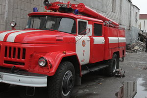 В Киеве загорелся грузовик, пострадали два человека